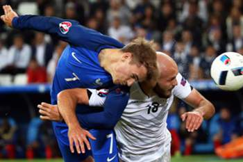 Antoine Griezmann (L) of France in action against Arlind Ajeti (R) of Albania during the UEFA EURO 2016 group A preliminary round match between France and Albania at Stade Velodrome in Marseille, France, 15 June 2016. (RESTRICTIONS APPLY: For editorial news reporting purposes only. Not used for commercial or marketing purposes without prior written approval of UEFA. Images must appear as still images and must not emulate match action video footage. Photographs published in online publications (whether via the Internet or otherwise) shall have an interval of at least 20 seconds between the posting.)