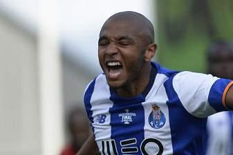 André Silva celebra o 1-2 com Brahimi na final da Taça de Portugal.