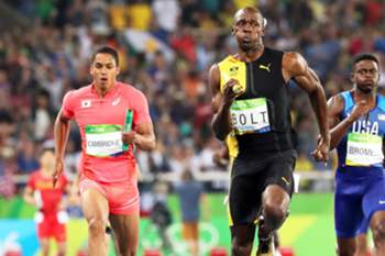 epaselect epa05501269 Usain Bolt (C) of Jamaica is on his way to win the men's 4x100m relay final of the Rio 2016 Olympic Games Athletics, Track and Field events at the Olympic Stadium in Rio de Janeiro, Brazil, 19 August 2016. Bolt won ahead of second placed Aska Cambridge (L) of Japan and third placed Trayvon Brommell (R) of the USA. EPA/SRDJAN SUKI