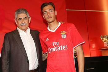 Ricardo Mangas deixa Benfica e assina pelo Desportivo das Aves