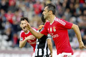 Benfica's player Jonas celebrates after score the first goal against Nacional during the Portuguese First League soccer match between Nacional vs Benfica held at Madeira Stadium, in Funchal, Madeira Island, Portugal, 11 January 2016. GREGORIO CUNHA/LUSA