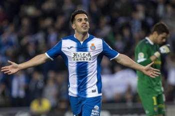 epa05841533 RCD Espanyol's midfielder Jose Manuel Jurado jubilates his goal against UD Las Palmas during their Primera Division soccer match played at RCDE Stadium in Cornella-El Prat, Barcelona, Catalonia, Spain on 10 March 2017.
