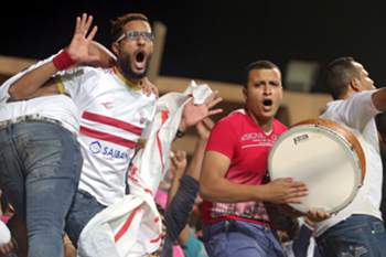 epa04962279 Egyptians Fans of Zamalek cheer their team during the CAF Confederatio Cup Semi Final second leg soccer match Etoile Sportive du Sahel and Zamalek in Cairo, Egypt, 03 October 2015. EPA/KHALED ELFIQI
