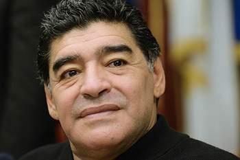 Maradona aceita treinar a Argentina... de borla