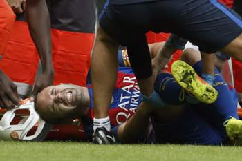 Andrés Iniesta sofre lesão no joelho esquerdo