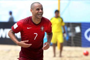 epa04845308 Portugal's player Madjer celebrates a goal against Argentina during the FIFA Beach Soccer World Cup Portugal 2015 group A between Portugal and Argentina at Espinho stadium, in Espinho, North of Portugal, 13 July 2015. EPA/ESTELA SILVA