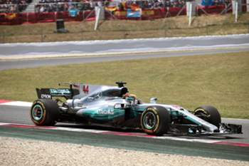 epa05963647 British Formula One driver Lewis Hamilton of Mercedes AMG in action during the 2017 Formula One Grand Prix of Spain at the Circuit de Barcelona-Catalunya in Montmelo, near Barcelona, northeastern Spain, 14 May 2017. EPA/ALBERTO ESTEVEZ
