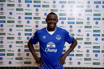Niasse assina pelo Everton