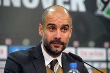 epa05075727 Munich's coach Pep Guardiola speaks at a press conference after the German Bundesliga soccer match between Hannover 96 and FC Bayern Munich at the HDI-Arena in Hanover, Germany, 19 December 2015. (EMBARGO CONDITIONS - ATTENTION: Due to the accreditation guidelines, the DFL only permits the publication and utilisation of up to 15 pictures per match on the internet and in online media during the match.) EPA/PETER STEFFEN