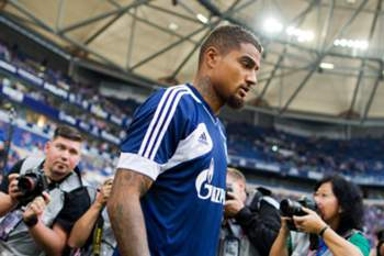 epa03845154 Schalke's new arrival Kevin-Prince Boateng enters the stadium prior to the Bundesliga soccer match between FC Schalke 04 and Bayer 04 Leverkusen at Veltins-Arena in Gelsenkirchen, Germany, 31 August 2013.  (PLEASE NOTE: Due to the accreditation guidelines, the DFL only permits the publication and utilisation of up to 15 pictures per match on the internet and in online media during the match.)  EPA/ROLF VENNENBERND