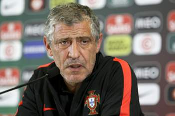Portugal National team soccer head coach Fernando Santos speaks during the press conference at the French national rugby team's camp in Marcoussis near Paris to take part on the Euro 2016, 2 of July 2016. MIGUEL A. LOPES/LUSA