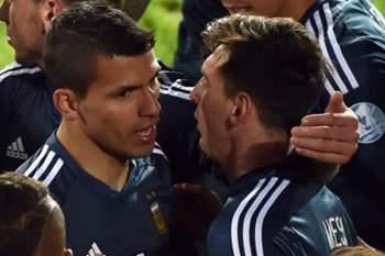Argentina's forward Sergio Aguero celebrates with teammates after scoring against Uruguay during their 2015 Copa America football championship match, in La Serena, Chile, on June 16, 2015. AFP PHOTO / CRIS BOURONCLE