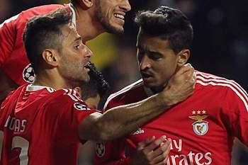 Benfica festeja golo marcado frente ao Astana