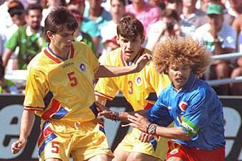 Daniel Prodan em ação no Mundial dos EUA'94 com Carlos Valderrama e Angelo Lupescu no jogo entre Roménia e Colômbia.
