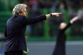 epa05642937 Sporting's head coach Jorge Jesus gestures during the UEFA Champions League Group F soccer match between Sporting Lisbon and Real Madrid at Alvalade Stadium in Lisbon, Portugal, 22 November 2016. EPA/TIAGO PETINGA