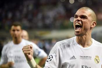 epa05334957 Pepe of Real Madrid celebrates after Real Madrid won the UEFA Champions League final between Real Madrid and Atletico Madrid at the Giuseppe Meazza Stadium in Milan, Italy, 28 May 2016. EPA/DANIELE MASCOLO