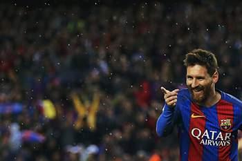 epa05890707 FC Barcelona's Argentinian striker Lionel Messi celebrates after scoring a goal during the Spanish Primera Division soccer match between FC Barcelona and Sevilla FC at Camp Nou in Barcelona, Spain, 05 April 2017. EPA/ALEJANDRO GARCIA