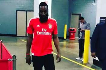 James Harden com a camisola do Benfica