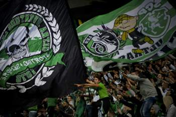 (FILES) This file photo taken on November 21, 2015 shows Sporting supporters cheering during the Portuguese Cup football match Sporting CP vs SL Benfica Alvalade stadium in Lisbon. The Lisbon derby between Benfica and Sporting has a rich 110 year history, marked by a visceral rivalry between two clubs that long ruled undivided over Portuguese football. / AFP PHOTO / PATRICIA DE MELO MOREIRA / TO GO WITH AFP STORY BY TOMAS CABRAL