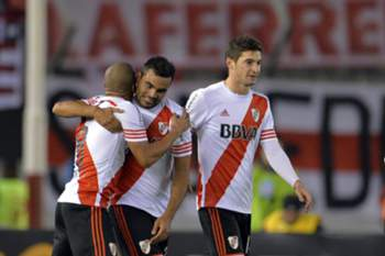 epa04847230 River Plate's Gabriel Mercado (C) celebrates his goal against Guarani during the Libertadores Cup semi final match between River Plate and Guarani at Antonio Vespucio Liberti stadium, in Buenos Aires, Argentina, 14 July 2015. EPA/JUAN IGNACIO RONCORONI