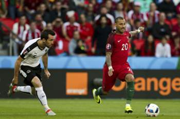 Portugal Ricardo Quaresma (R) and Austria Christian Fuchs (L) in action during the UEFA EURO 2016 group F preliminary round match between Portugal and Austria at Parc des Princes Stadium in Paris, France, 18 June 2016. MIGUEL A. LOPES/LUSA