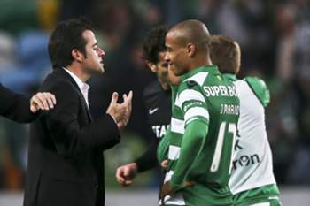Sporting´s head coach Marco Silva (L) speaks with his player Joao Mario (R) during their Portuguese First League soccer match against Academica held at Jose Alvalade Stadium, in Lisbon, Portugal, 25 January 2015. MANUEL DE ALMEIDA/LUSA