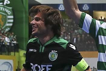 """O experiente guarda-redes leonino garante que a equipa do Sporting tem capacidade para """"superar-se"""" nos grandes embates."""