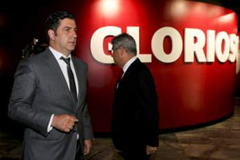 Rui Vitória (L) accompanied by Benfica's president Luis Filipe Vieira (R) during his presentation as new head coach of Benfica for the next three seasons, Luz Stadium in Lisbon, Portugal, 15 of June 2015. POOL/MIGUEL A. LOPES/LUSA