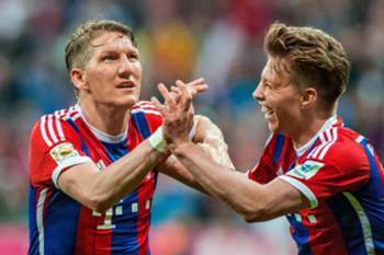 epa04720616 Bastian Schweinsteiger (L) of Munich celebrates with teammate Mitchell Weiser after scoring the opening goal during the German Bundesliga soccer match between Bayern Munich and Hertha BSC Berlin in Munich, Germany, 25 April 2015. EMBARGOCONDITIONS - ATTENTION - Due to the accreditation guidelines, the DFLonly permits the publication and utilisation of up to 15 pictures per match on the internet and in online media during the match) EPA/MARC MUELLER