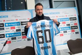 epa05682272 The new coach of 2nd German Bundesliga soccer club TSV 1860 Munich, Vitor Pereira, holding a shirt bearing his name in Munich, Germany, 19 December 2016. Pereira signed a contract which runs until 30 June 2018. EPA/TOBIAS HASE