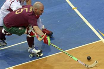 Portugal Reinaldo Ventura (R) in action against England Alexander Mount during their Roller Hockey European Championship 2016 match, held in Oliveira de Azemeis, Portugal, 14th July 2016. JOSE COELHO/LUSA