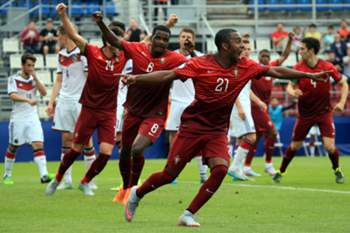 Ricardo Pereira of Portugal celebrates scoring his team's second goal during the UEFA Under 21 European Championship 2015 semi final football match between Portugal and Germany in Olomouc, Czech Republic on June 27, 2015. AFP PHOTO / RADEK MICA