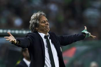 Sporting's head coach Jorge Jesus gestures from the sideline during the Portuguese League football match Sporting CP vs SL Benfica at Alvalade stadium on April 22, 2017. / AFP PHOTO / PATRICIA DE MELO MOREIRA