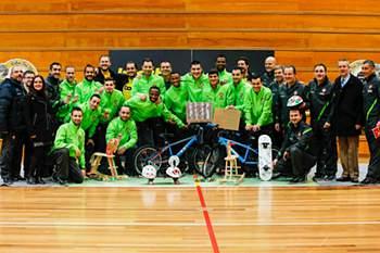 Seleção de futsal reforça grupo com ação solidária e artesanal