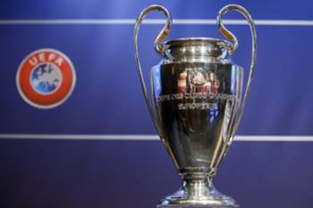 epa04875635 The UEFA Champions League trophy is shown during the drawing of the matches for the UEFA Champions League 2015/16 play-offs, at the UEFA Headquarters in Nyon, Switzerland, 07 August 2015. EPA/SALVATORE DI NOLFI