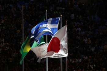 epa05506312 (L-R) The flags of Brazil, Greece, and Japan fly during the Closing Ceremony of the Rio 2016 Olympic Games at the Maracana Stadium in Rio de Janeiro, Brazil, 21 August 2016. EPA/MICHAEL REYNOLDS