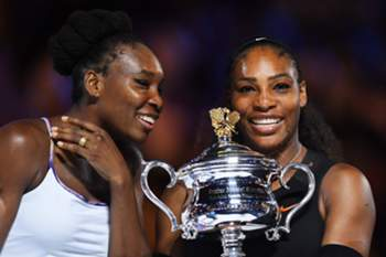 epa05756404 Serena Williams (R) of the USA poses with her trophy after defeating her sister Venus Williams (L) in their women's final at the Australian Open Grand Slam tennis tournament in Melbourne, Victoria, Australia, 28 January 2017. EPA/LUKAS COCH AUSTRALIA AND NEW ZEALAND OUT