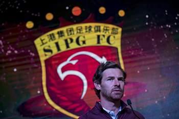 Andre Villas-Boas, head coach of Shanghai SIPG, speaks during a season launch event in Shanghai on February 13, 2017. / AFP PHOTO / Johannes EISELE