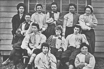 Equipa do sul de Londres que participou num jogo de futebol feminino a 23 de março de 1895 contra uma formação do norte de Londres.
