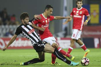 Nacional`s player Tobias (L) fights for the ball with Benfica's player Jonas during their Portuguese First League soccer match held at Madeira Stadium, Funchal, Portugal, 27th August 2016. GREGORIO CUNHA/LUSA
