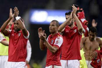 SC Braga players celebrates the tie against FC Porto during their Portuguese first league match held at Dragao stadium, in Porto, Portugal, 25th October 2015. HUGO DELGADO/LUSA