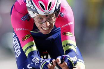 epa05198080 Portuguese rider Rui Costa of the Lampre - Merida team in action during the 6.1km Prologue of the Paris-Nice cycling race in Conflans Sainte Honorine, near Paris, France, 06 March 2016. EPA/SEBASTIEN NOGIER