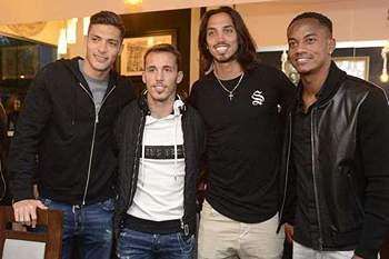 Carrillo, Grimaldo e Raúl Jiménez marcaram presença na inauguração do restaurante de Schelotto
