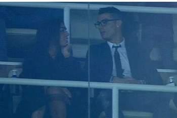 Ronaldo assiste ao Real Madrid com a namorada