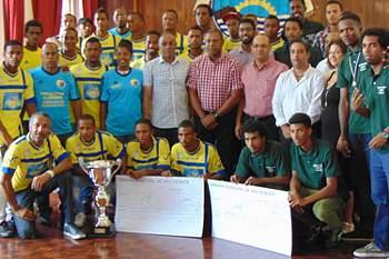 Câmara de São Vicente homenageia seleção de futebol e Atlético Voley