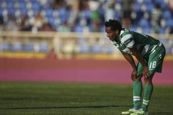 Sporting's player Carrillo reacts at the end of the Portuguese First League soccer match against Estoril Praia held at Antonio Coimbra da Mota stadium in Estoril, outskirts of Lisbon, Portugal, 10 May 2015. MARIO CRUZ/LUSA