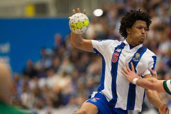 Andebol: FC Porto - Sporting (Leandro Semedo)