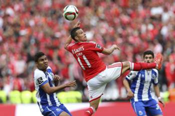 SL Benfica's player Lima (C) vies for the ball with FC Porto's player Casemiro during their Portuguese First League soccer match held at Luz stadium in Lisbon, Portugal, 26 April 2015. STEVEN GOVERNO/LUSA