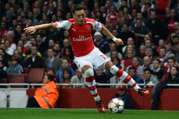 Arsenal's German midfielder Mesut Ozil controls the ball during the UEFA Champions League qualifying round play-off second-leg football match between Arsenal and Besiktas' at the Emirates Stadium in London on August 27, 2014. Arsenal won 1-0 to progress into the group stage of the Champions League. AFP PHOTO / BEN STANSALL