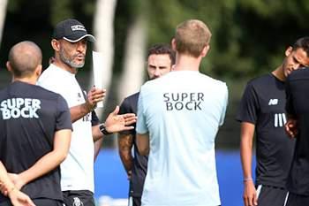 Nuno Espírito Santo durante um treino do FC Porto.